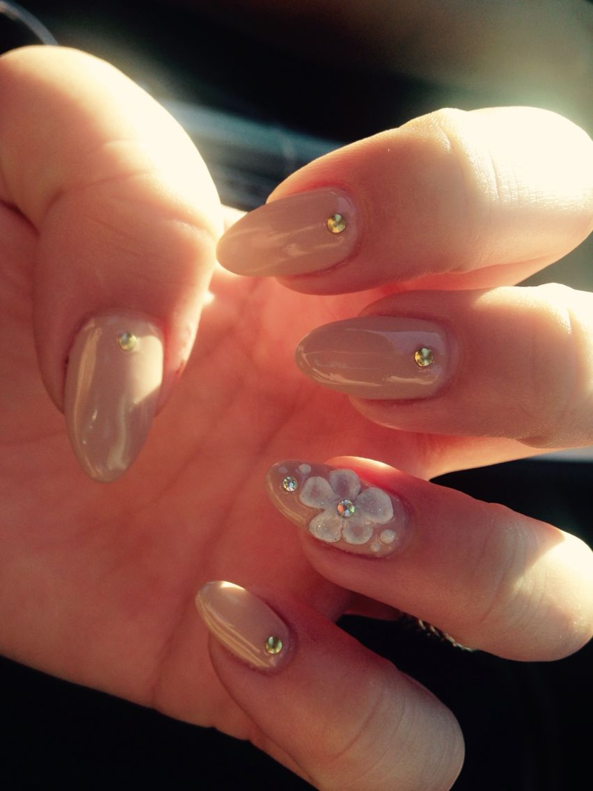 Almond Shaped Natural Nails With Gel Polish 3d Acrylic Flowers Nails Natural Nails Acrylic Flowers