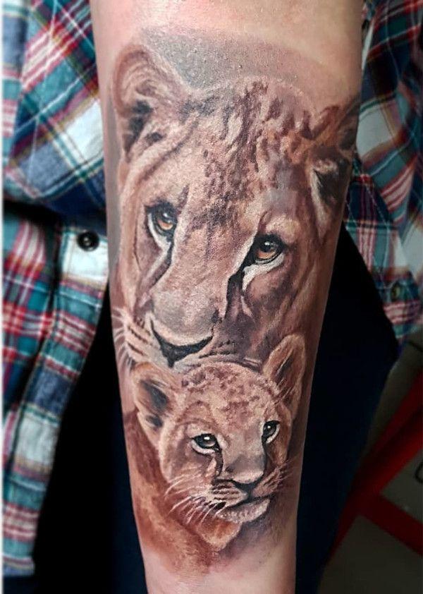 Farbiges Löwen Tattoo | human INKstinct in 2020 | Löwin