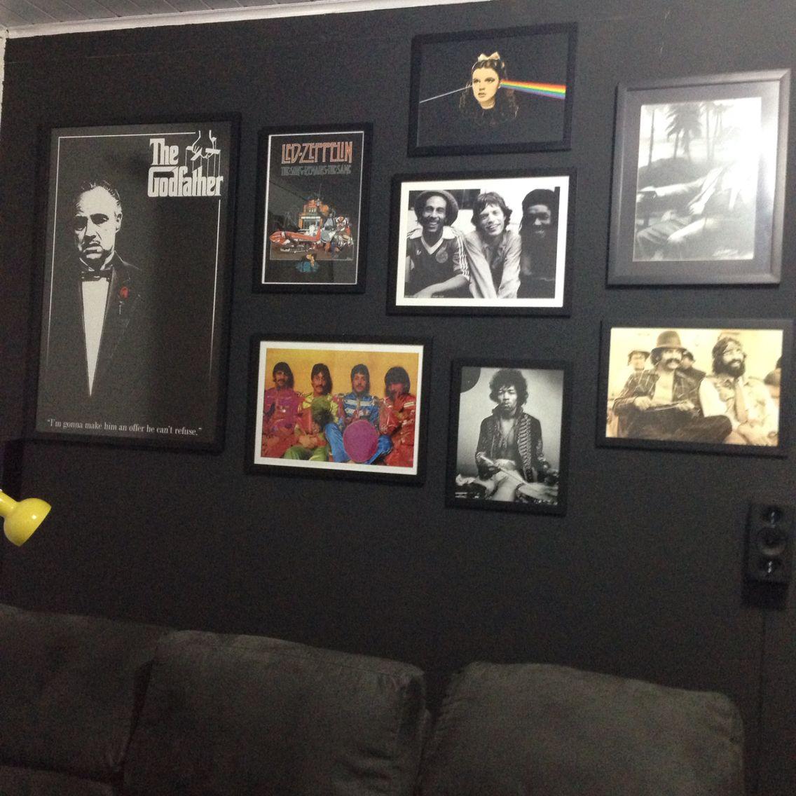 Cinema e música na parede preta