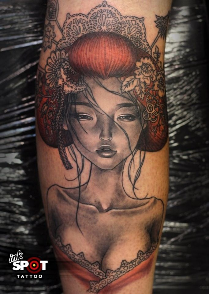 Tatouage geisha japonaise sur la jambe