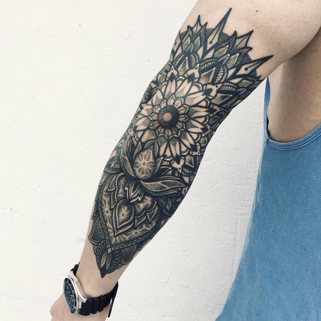 Mandala tatouage bras tatoo pinterest tatouage bras tatouages et id es de tatouages - Tatouage mandala bras ...