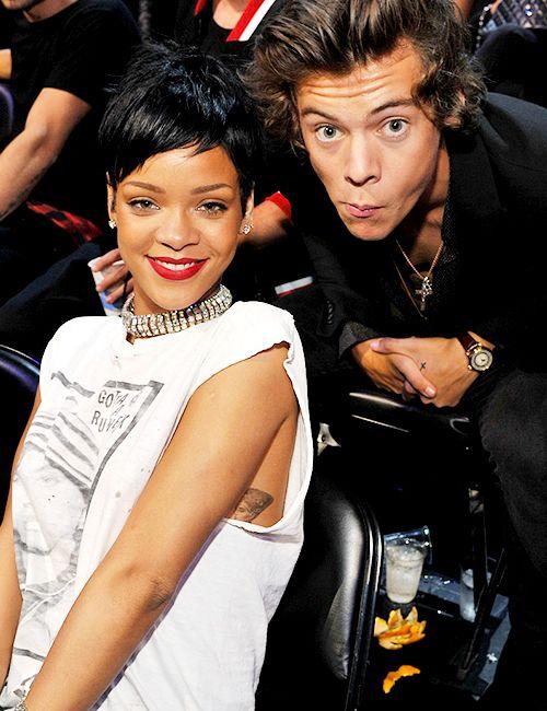 Er Rihanna dating noen 2013