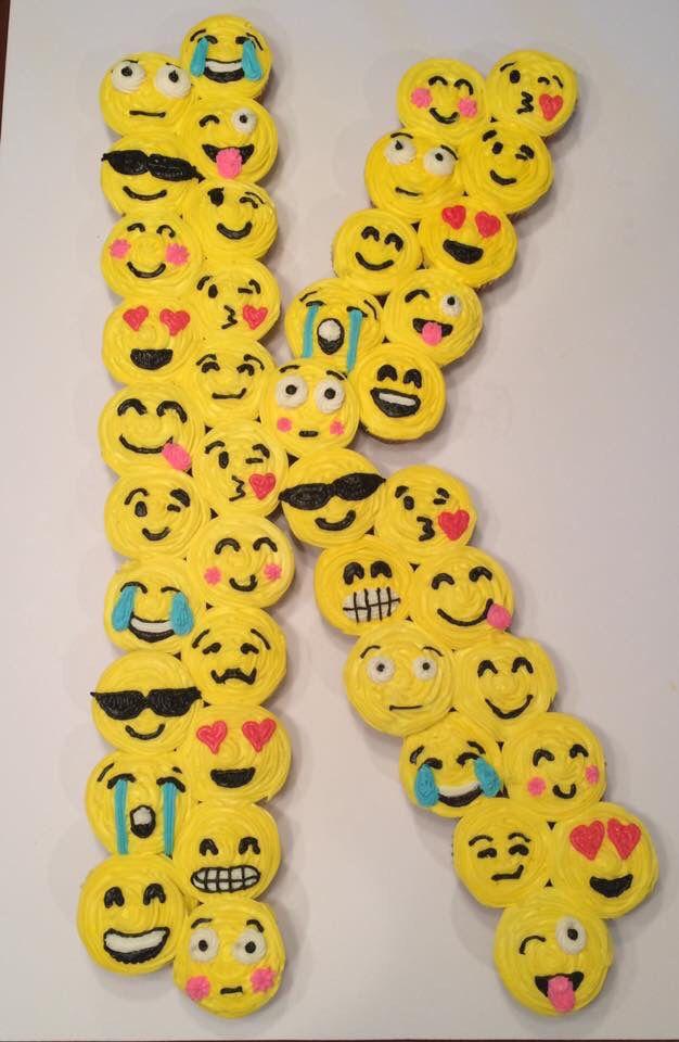 Emoji Initial Cupcake Cake   Daijon Supreme 16   Emoji cake
