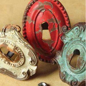 Vintage Keyhole Drawer Knobs #DIYdresser #DIYfurniture #vintagedrawerknobs @dustyjunk.com