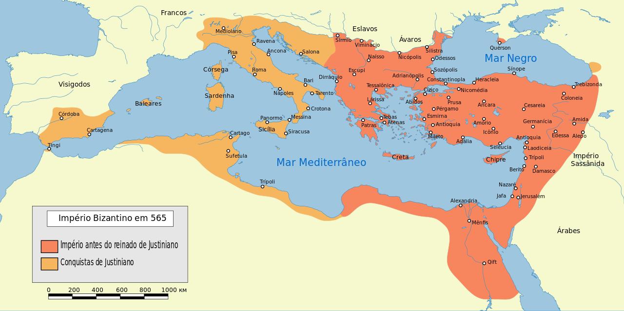 Territórios conquistados por Justiniano I (527-565). No plano externo, a política de Justiniano teve como objetivo fundamental a tentativa de reconstrução do fragmentado Império Romano do Ocidente, que, desde 450, era vítima dos ataques dos bárbaros germânicos, e que havia sucumbido em 476. Ao sentido político e social dessa empreitada juntava-se o fator religioso, pois, para Justiniano, Roma continuava sendo o centro do mundo católico