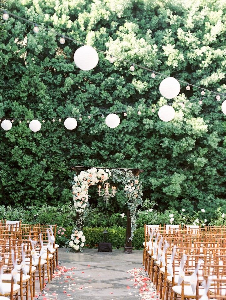 Gorgeous outdoor wedding ceremony idea; photo: Jeremy Chou
