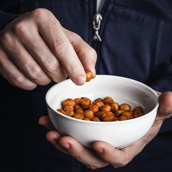 Roasted chickpeas with smoked paprika, crispy and crunchy. A delicious high fiber snack! (in English below)