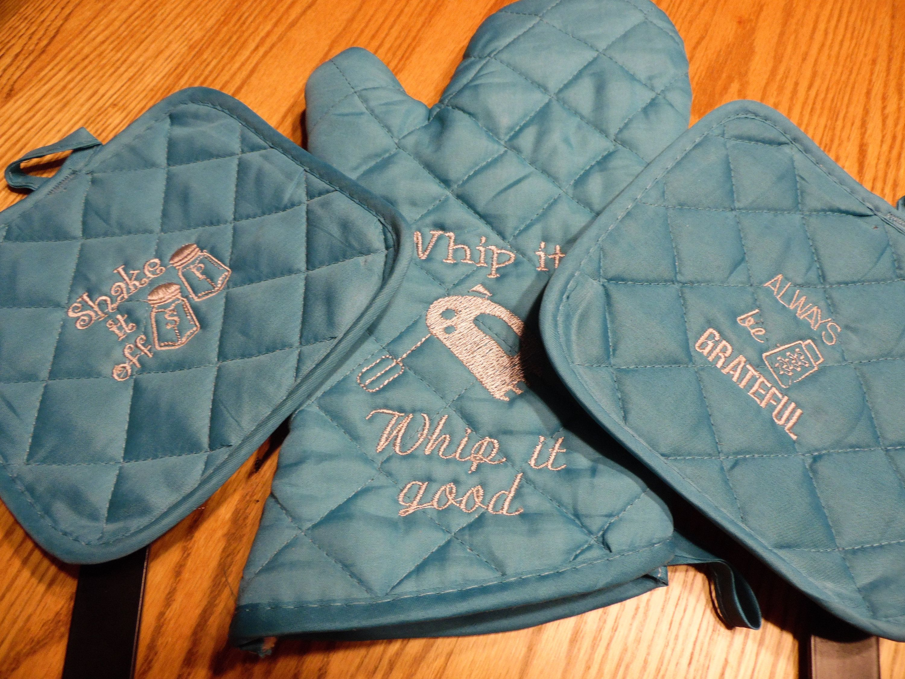 Embroidered Pot Holder And Oven Mitt Pot Holders Oven Mitts Embroidered
