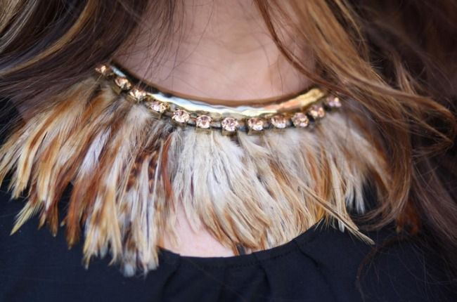 How To Wear Feathers Feather Necklaces Fashion Accessories Trends Necklace Designs