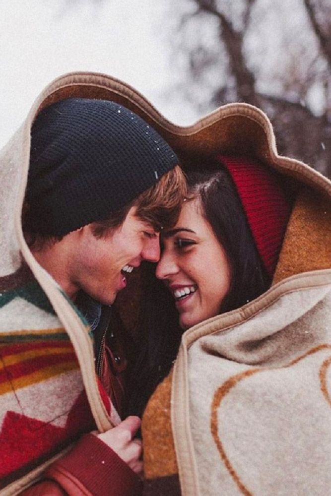 18 Winter Engagement Photos To Warm Your Heart ❤ See more: http://www.weddingforward.com/winter-engagement-photos/ #wedding #winter #engagement #photos