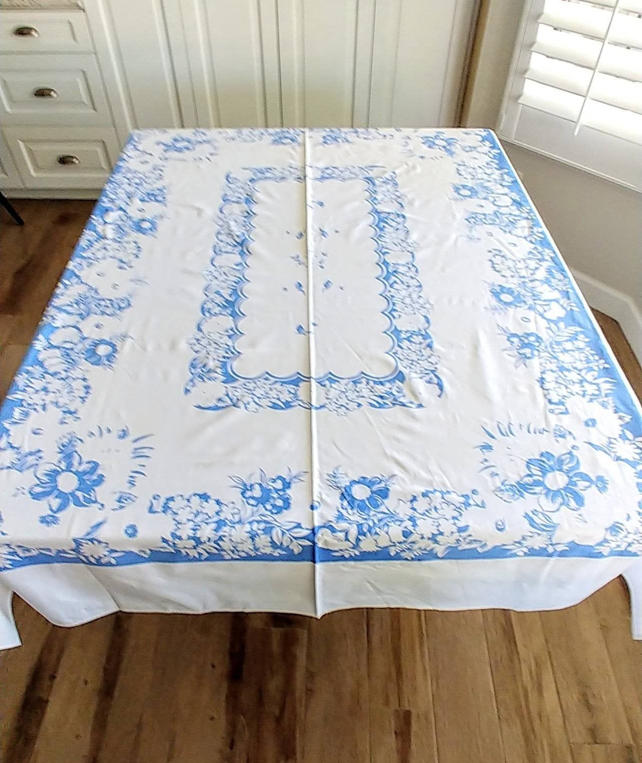 Beautiful 1950 Vintage Cotton Print Tablecloth White With Etsy In 2020 Farmhouse Tablecloths Country Kitchen Decor Country Blue