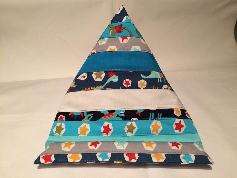 Patchwork Buchstütze-Lesekissen-iPadkissen von Sewing Love auf DaWanda.com