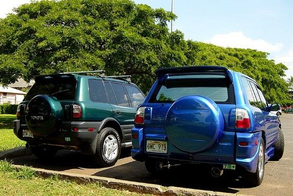 Two Awesome Ravs From Hawaii Here Are Some Pictures Of Two 1st Generation Ravs That Have Been Modified With Great Taste The Other Ra Rav4 Toyota Rav4 Toyota