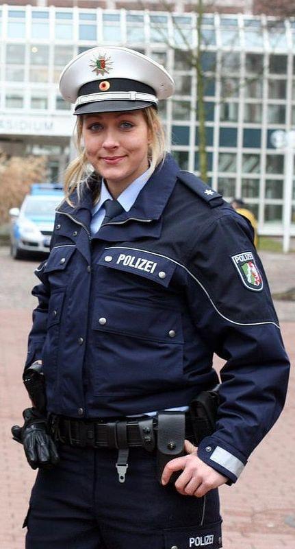 Polizistin fickt