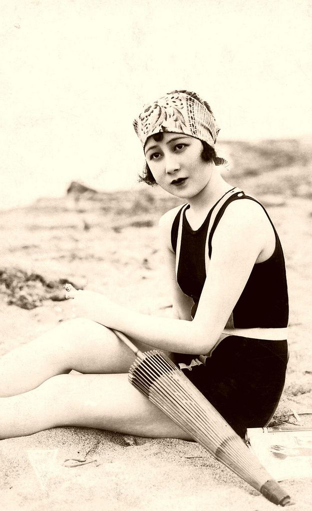 Shizue Natsukawa 1931 Shizue Natsukawa appeared in over 65 Japanese films, shorts and TV series, between 1924 and 1984, including a number of early silent films.