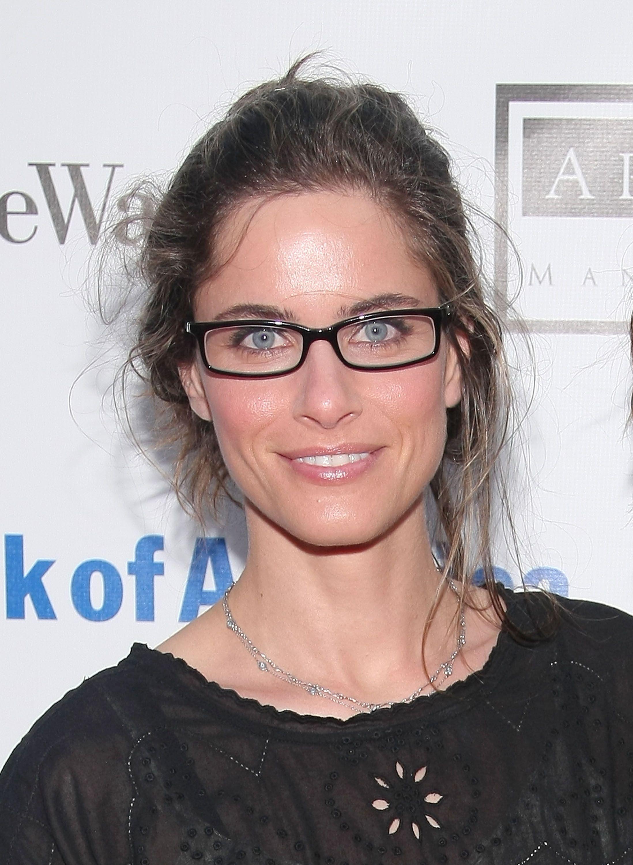 aa0772835fd Amanda Peet Wearing Glasses