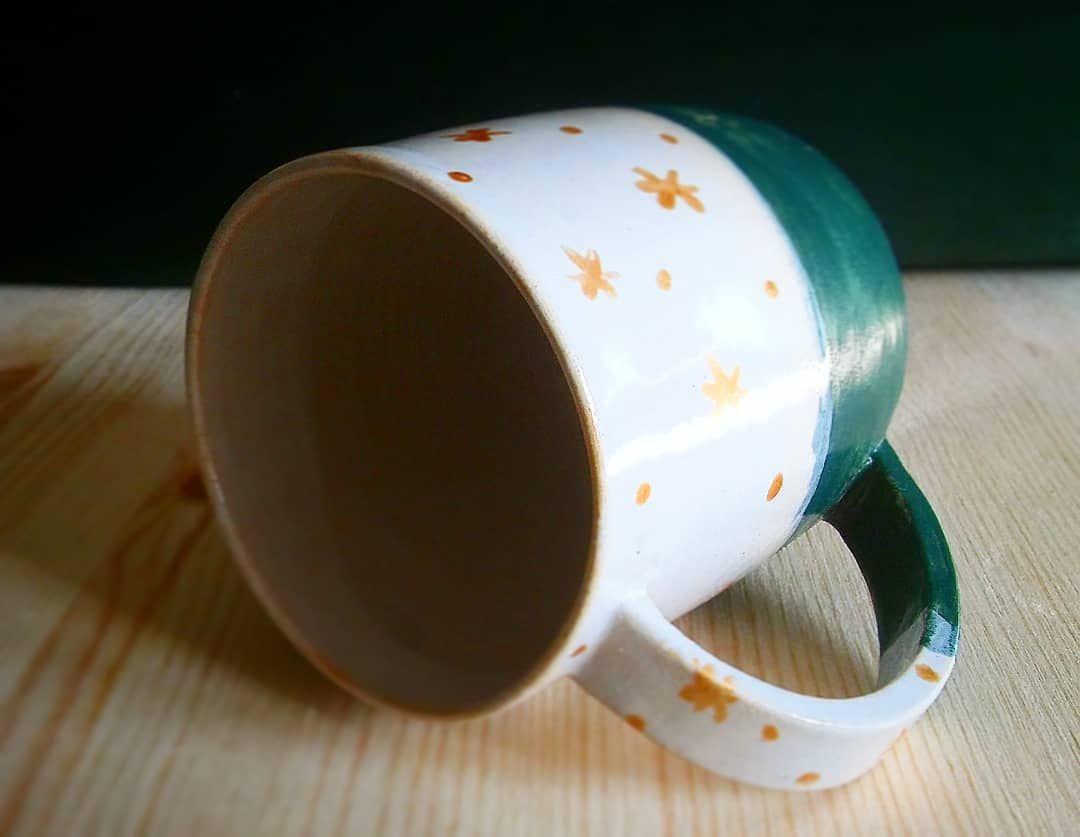 Testuję nowe materiały i pomysły świąteczne🌲 szybko leci ten czas☺ #ceramikaartystyczna #clay #ceramics #coffeetime #ceramika #ceramicart #claylove #ceramikaużytkowa #loveceramic #keramiklovers #kubek #kuchnia #kubekceramiczny #keramik #polskiehandmade #polskierękodzieło #polishdesign #pottery #prezent #pomysłnaprezent #handmadelove #handmade #handmadepottery #rękodzieło_pl #recznierobione #recznarobota #ręcznierobione #rękodzieło #reczniemalowane #malowane