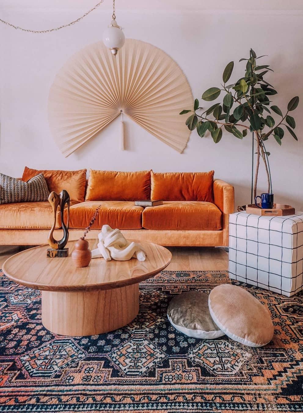 Design Bank Oranje.De Oranje Bank En Het Perzische Tapijt Geven De Ruimte Een