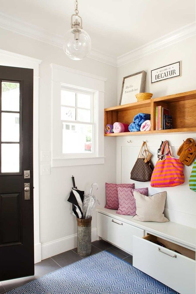 kleine gem tliche wei e banktruhe m bel vintage flur koffer tisch diele flur hallway. Black Bedroom Furniture Sets. Home Design Ideas