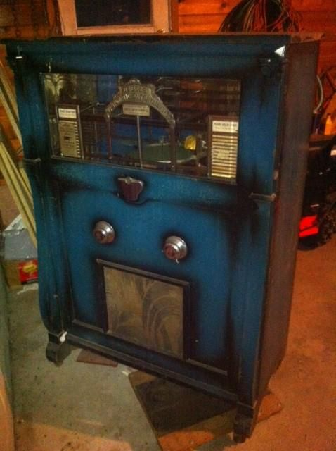 Gabels made the first commercially successful jukebox in 1906 and dominated the market until the late 1920s