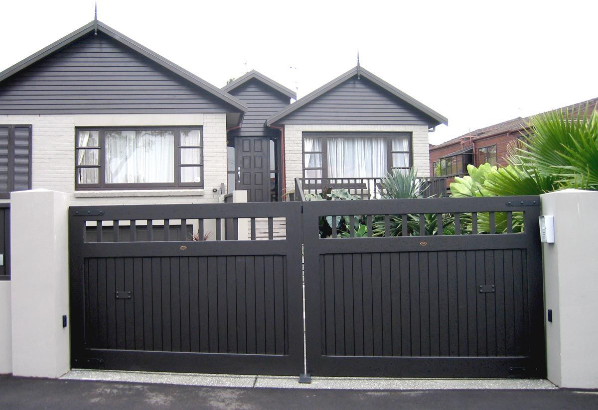 Essex : Wooden Gates Fences driveway gates Wooden gate manufacturers Auckland New Zealand Waiuku