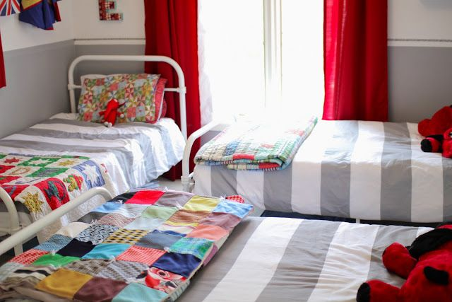 Shared Boy S Room Small Space 3 Beds Kids Shared Bedroom