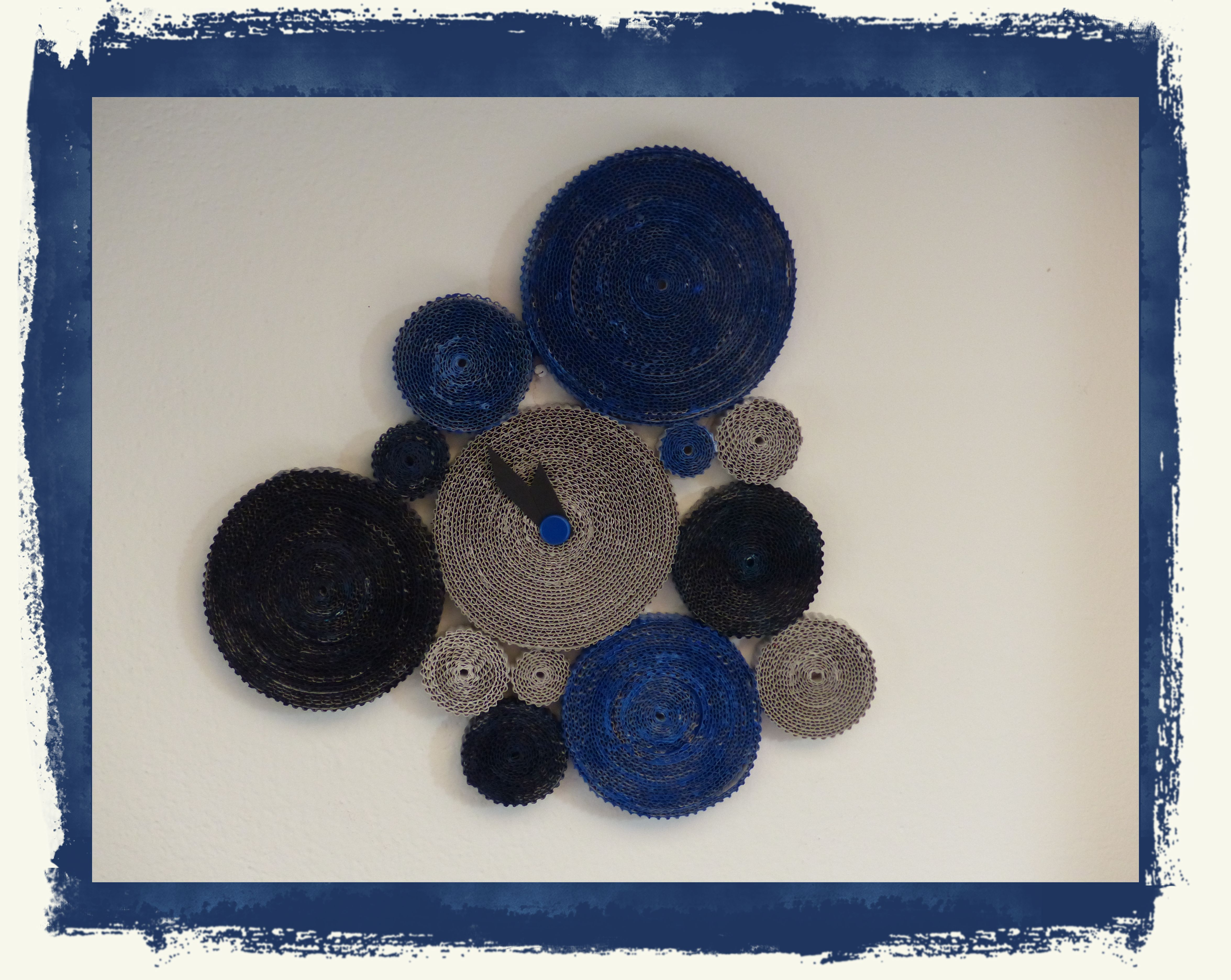 Orologio da parete: carta dei crackers e cartoncino (visto su ideekiare.it)