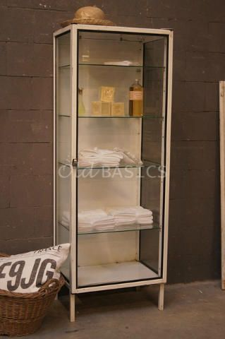 Stoere oude ijzeren apothekerskast vitrinekast leuk in de badkamer industrieel brocante - Vintage badkamer ...