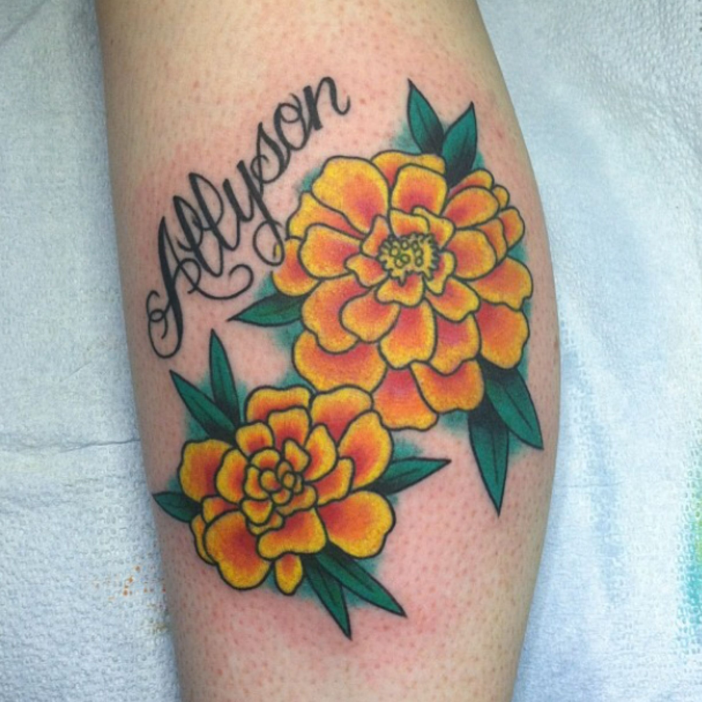 I Want Some Type Of Marigold Tattoo In Memory Of My Grandma They Are Strong And Hearty Flowers Birth Flower Tattoos Marigold Tattoo Traditional Tattoo Flowers
