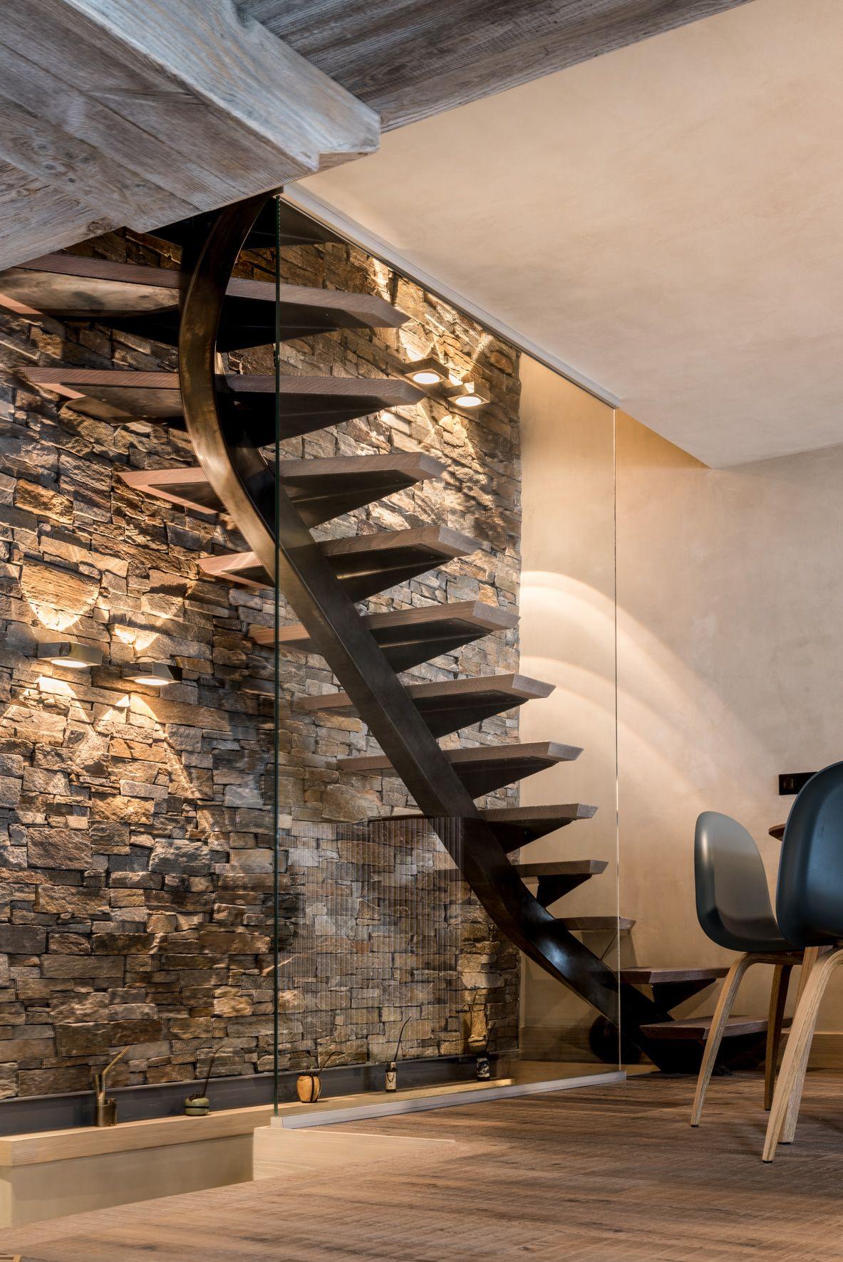 Escalier Sur Mesure En Metal Et Bois Elegamment Mis En Valeur Par