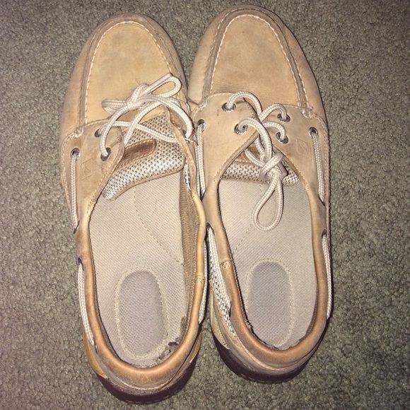 Sperry shoes Tan sperry shoes in good condition small tear inside but does not interfere with overall quality of the shoes; size says 5.5, but fits an 8 Sperry Top-Sider Shoes