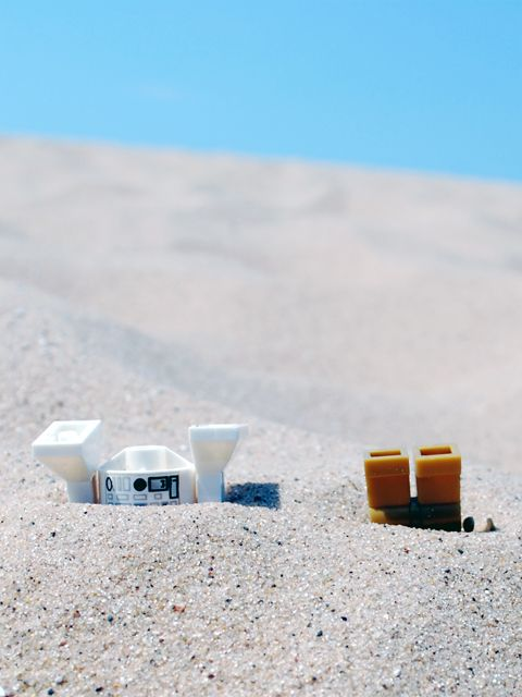 Lego droids in the sand - Star Wars R2D2 C3PO