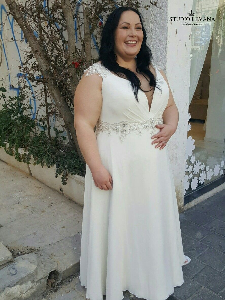 curvybridalgown perfection with studiolevana! Sleevless