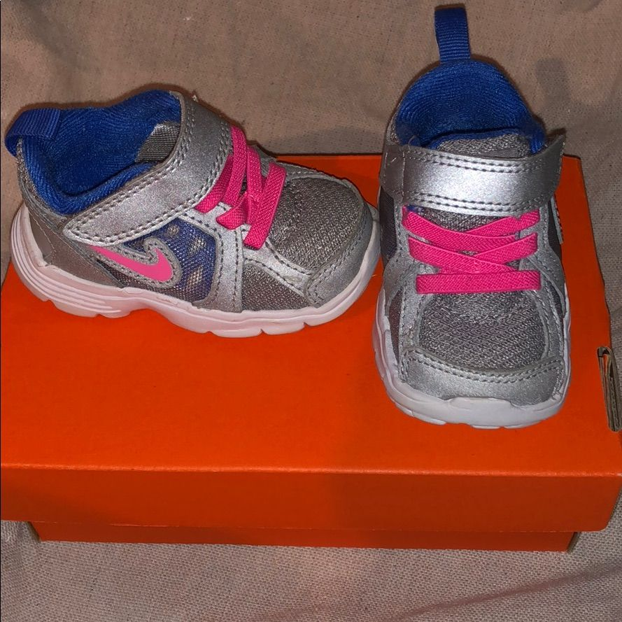 New In Box Nike Girls Size 3 Baby Shoes