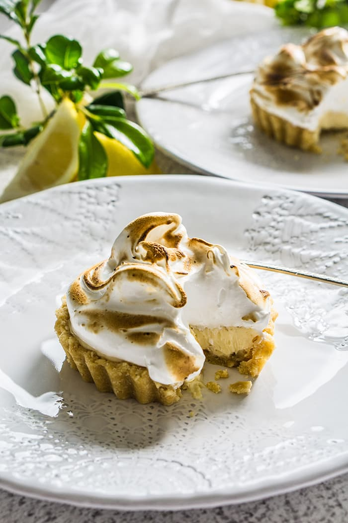 Lemon Meringue Cheesecake Tarts #lemonmeringuecheesecake Lemon Meringue Cheesecake Tarts #lemonmeringuecheesecake
