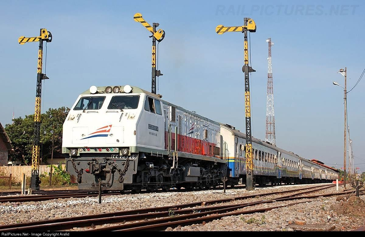 Photo CC 203 26 PT KAI GE U20C at Blitar