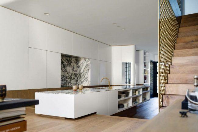 farbe gold minimalistische-küche-weiß-kücheninsel-holz-boden ...