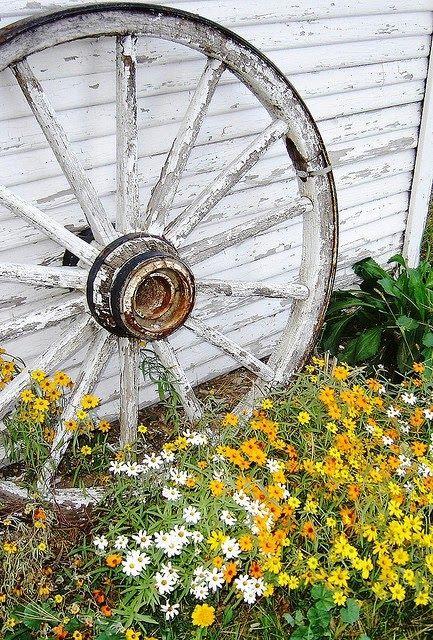Old wagon wheel wagenr der dekorieren pinterest - Wagenrad dekorieren ...