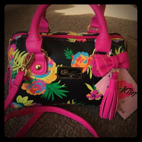 b024f583c85c ️Clearance Sales‼️Price firm‼️Last Chance‼ Betsey Johnson Mini bag msrp  58  Have any question please let me know. ✨ (0080) Betsey Johnson Bags Mini ...