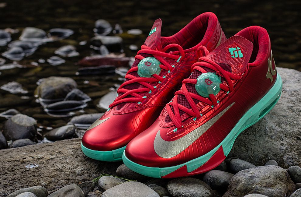 "buy online 67fd3 191a5 Nike KD VI ""Christmas"" (Detailed Pictures   Release Info)"
