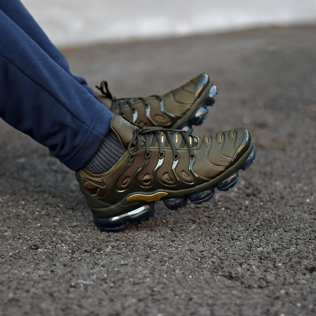 a1db7e6d498b3 Nike Air Vapormax Plus Cargo Khaki . Disponible Available  SNKRS.COM ...