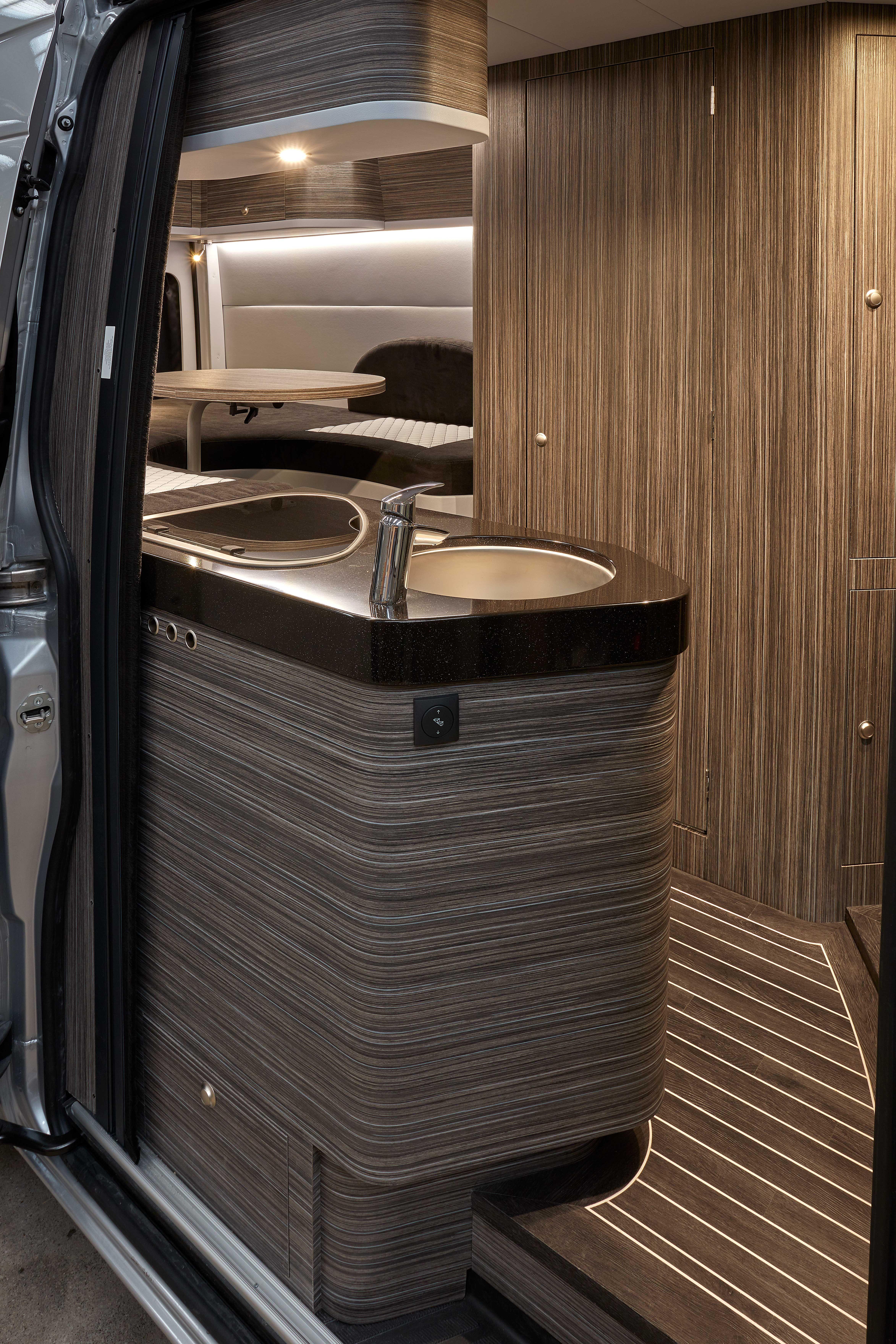 cooking camping luxe interior innova design mercedes sprinter camping car pinterest. Black Bedroom Furniture Sets. Home Design Ideas