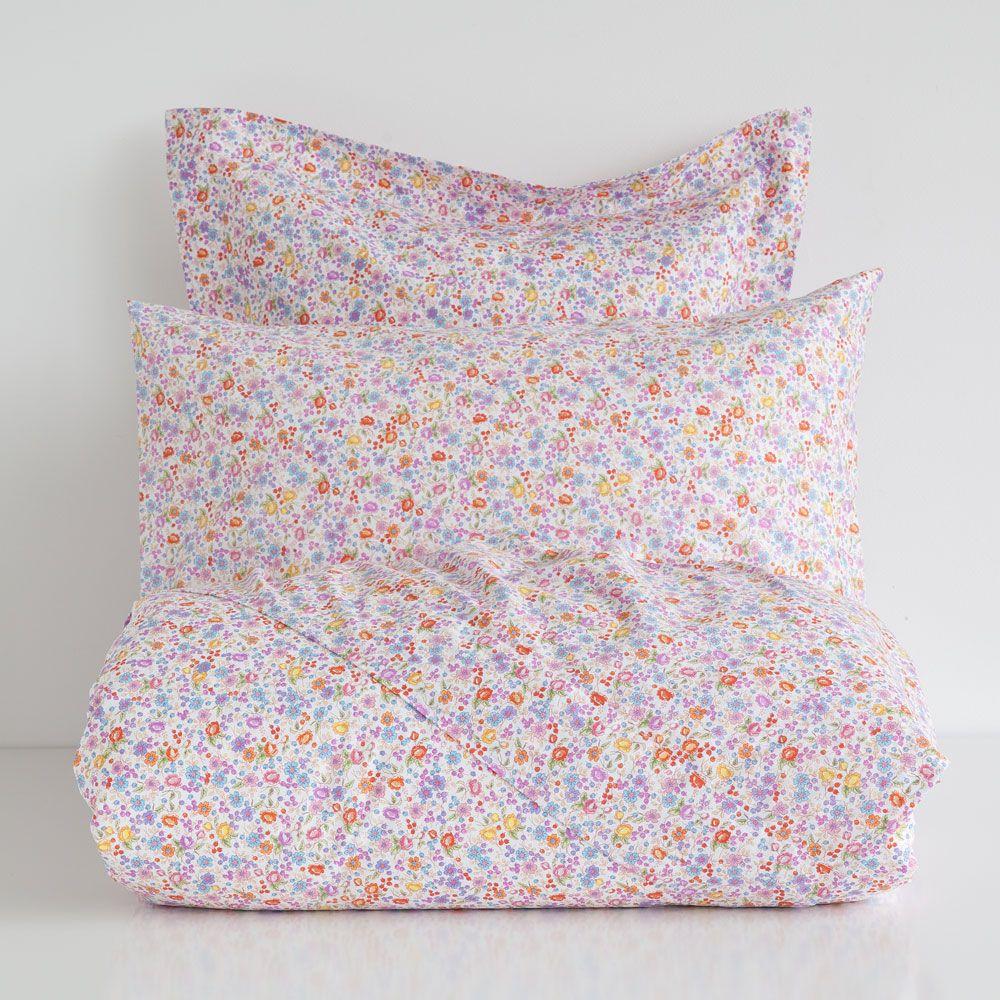 linge de lit imprim petites fleurs chambre romane lit. Black Bedroom Furniture Sets. Home Design Ideas