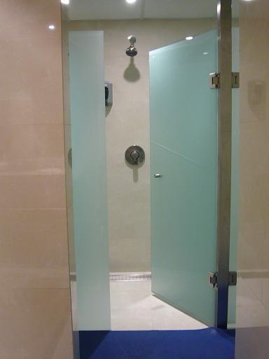 Vitro dise o 5532 5555 canceles de aluminio vidrio for Puertas de cristal templado