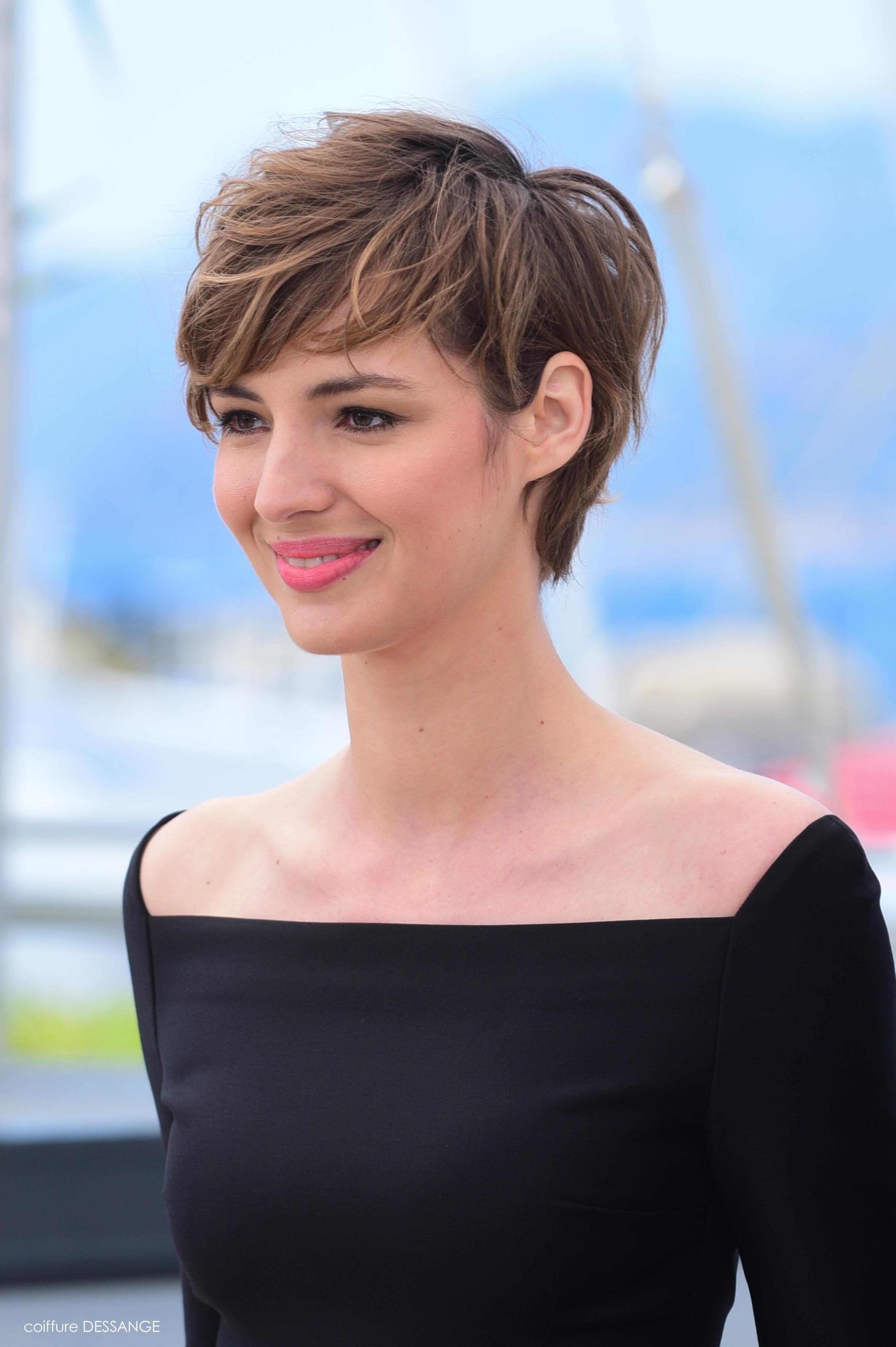 Coiffure Courte Brune Louise Bourgoin Fashion And Style Cheveux Coiffure Et