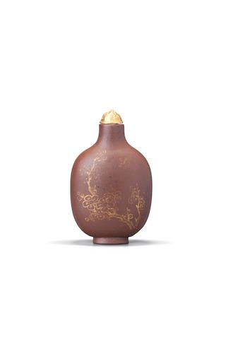 A gilt-decorated Yixing stoneware snuff bottle 1780-1820