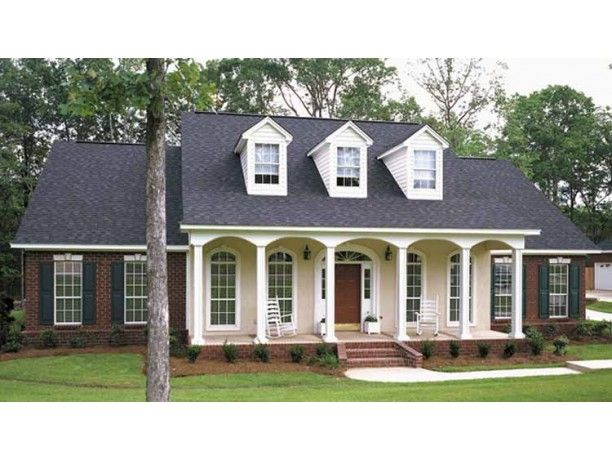 Beautiful i really love colonial style homes plus this for Mobel kolonial style