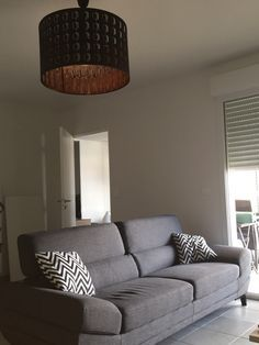 Abat-jour Nymö d\'Ikea + Canapé 3 places Mathis de But. Idée déco ...