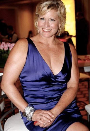 Emme Melissa Aronson - Otherwise known as Melissa Aronson, Emme is widely believed to be one of the most successful and highest paid models in the plus-size industry. Tue-20-oct-2015--15:07-22º-ksemberg-arg-wind-n33kh