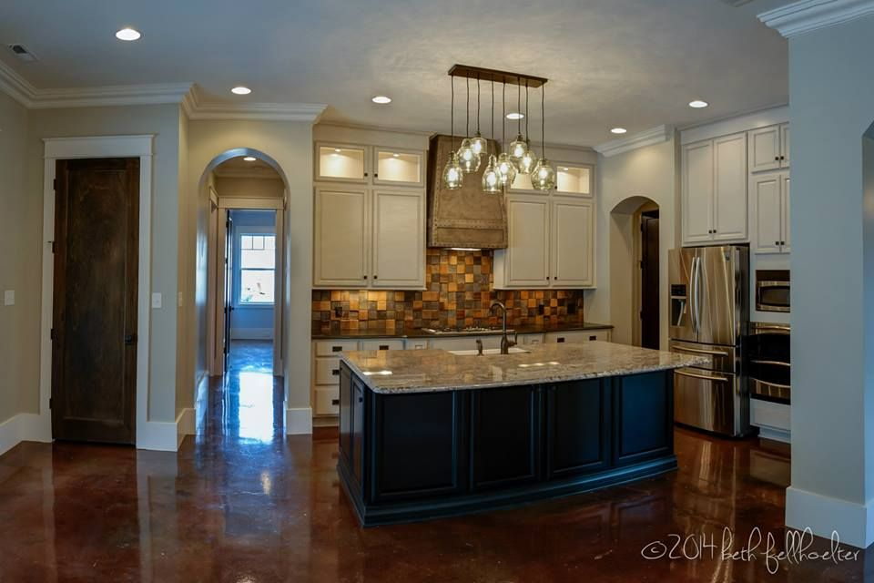 Kemper Cabinetry Fairbrook Maple Dover Paint With Amaretto Creme Glaze Perimeter And Chocolate Stain On Island Two Toned Kitchen Granite Tops